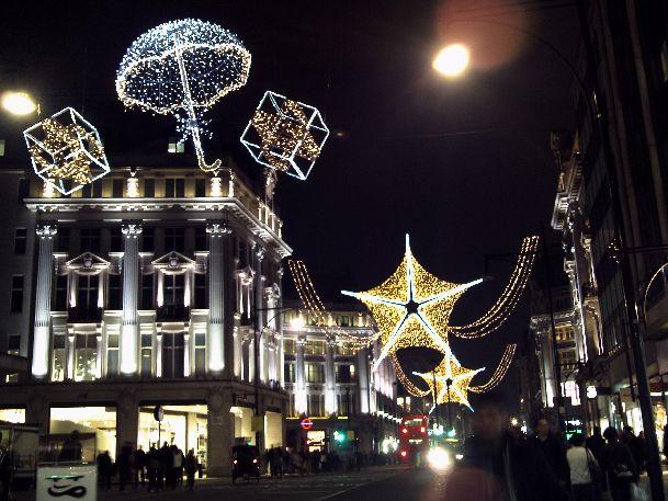 Еще в ноябре Лондон начинает готовится к Рождеству и Новому Году, а в конце декабря он готов к праздникам на все 100%!