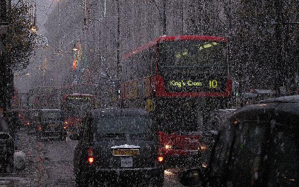 Очень редко в Лондоне в декабре может пойти снег, который больше похож на дождь, да и тает быстро