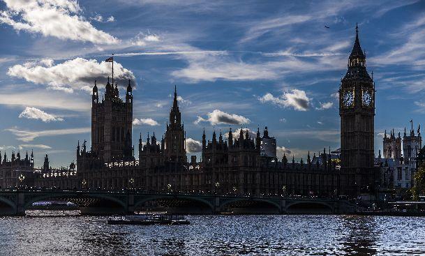 Даже в угрюмый декабрь нередко выглядывает солнце и Лондон буквально преображается