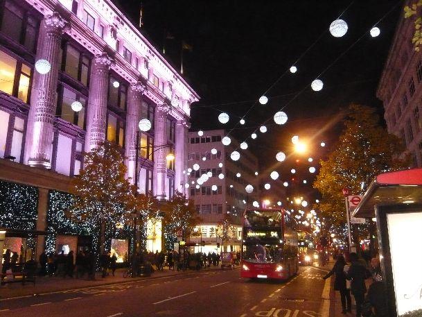 Уже в ноябре Лондон приобретает предрождественский праздничный вид, особенно выделяются Оксфорд-стрит, Бонд-стрит, Риджент-стрит