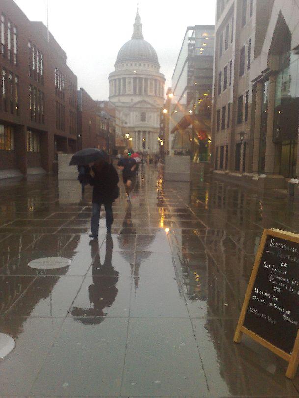 В ноябре в Лондоне нередко идут дожди