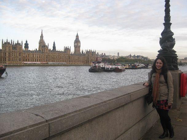 В октябре в Лондоне с каждым днем погода становится все пасмурней и дождливей, но и теплых ясных дней тоже хватает