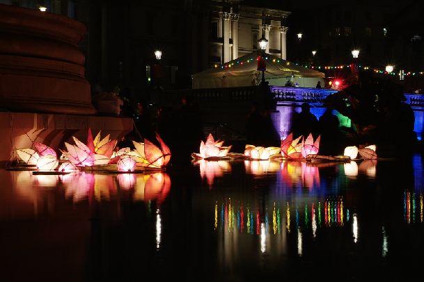 Шоу огней на фестивале Diwali иногда просто завораживает!