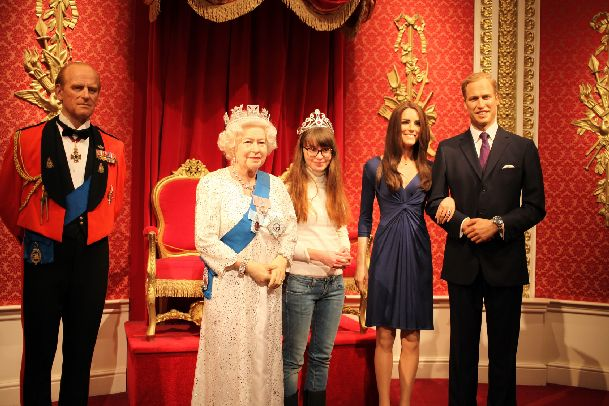 Хотите похвастаться перед подругам и друзьям фотками с принцем или королевой? Тогда Вам в музей Мадам Тюссо!