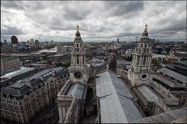 В сентябре Лондон может как удивлять теплом и солнцем, так и впечатлять своей угрюмостью